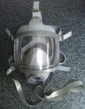 This is a 'refurbished' mask, using new outer and inner mask, neck strap, harness and polycarbonate visor. Its assembly may contain a recovered port manifold (not distinguishable from new) and manifold banding is 316 stainless steel, each assembly tested in excess of EN250/136 tension requirements (250N).